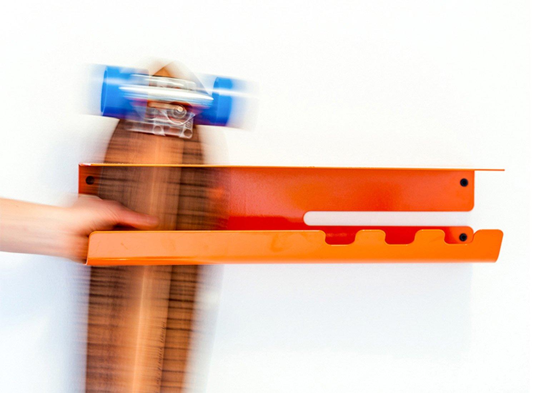 wall-ride-skateboard-longboard-storage-solution-by-zanocchi-starke-1